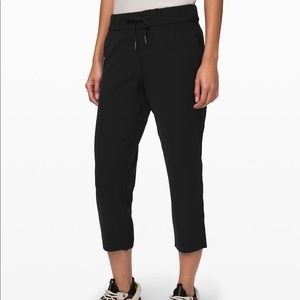 NWT Lululemon On the Fly Crop * Woven